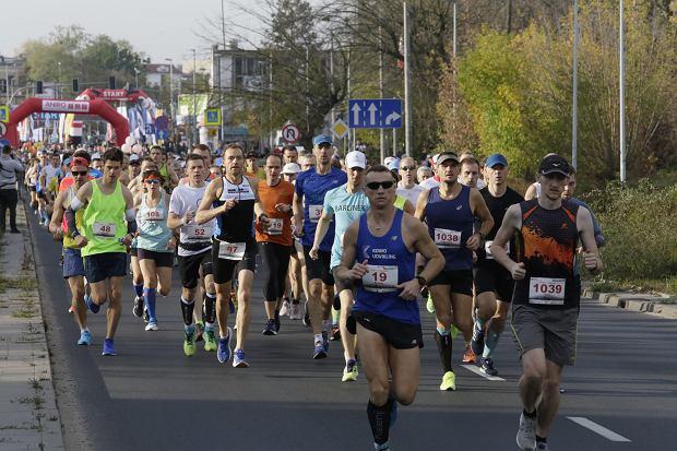 Zdjęcie numer 43 w galerii - Ponad 1200 biegaczy na starcie 37. Toruń Maraton, wygrał Łukasz Oskierko [ZDJĘCIA]