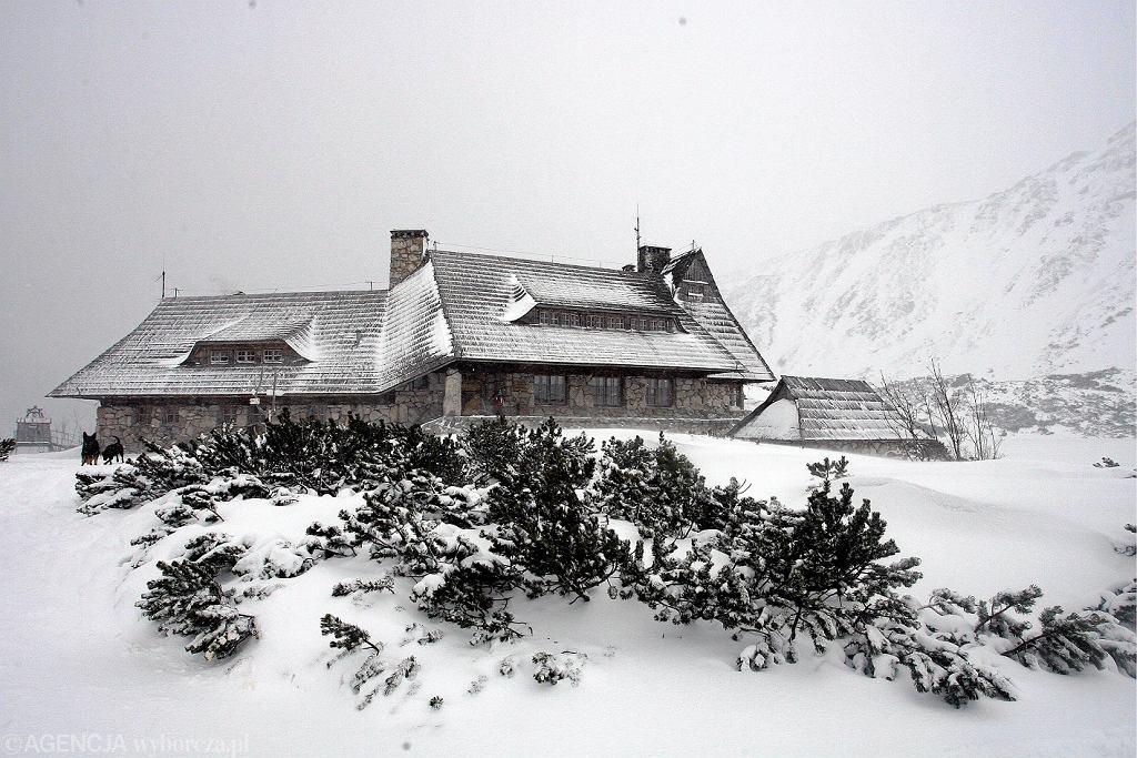 Schronisko w Dolinie Pięciu Stawów. Zdjęcie ilustracyjne