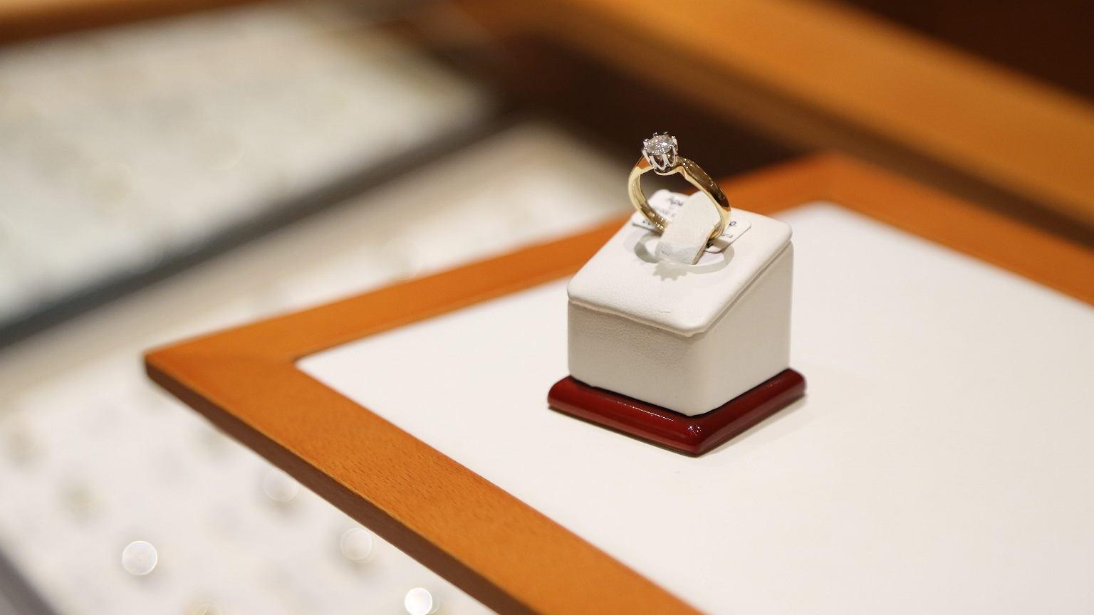 Wśród badanych przez dr Przybył 36,6 proc. par nie miało oficjalnych zaręczyn