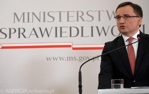 Minister sprawiedliwości w rządzie PiS Zbigniew Ziobro podczas konferencji prasowej w resorcie. Warszawa, 8 stycznia 2018