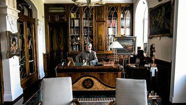 Marek Roefler - z wykształcenia fizyk. Zzawodu szef firmy deweloperskiej Dantex. Z pasji kolekcjoner. Jeden znajbogatszych Polaków (wg tygodnika ''Wprost'' na 73. miejscu). W swoim domu w Konstancinie utworzył prywatne muzeum sztuki artystów szkoły paryskiej (www.villalafleur.pl)