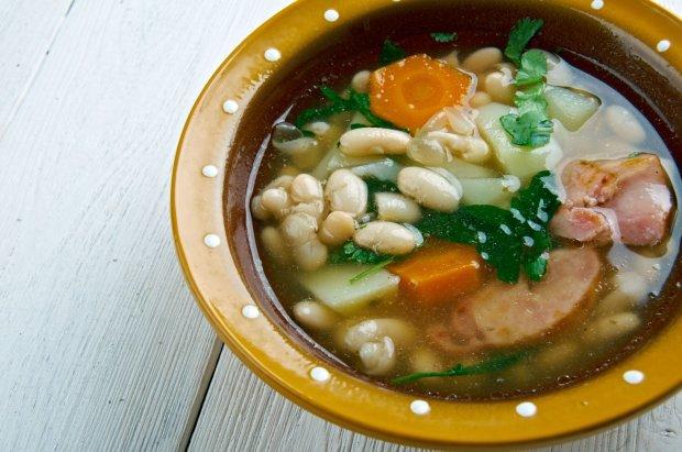 Tradycyjna galicyjska zupa Caldo Gallego