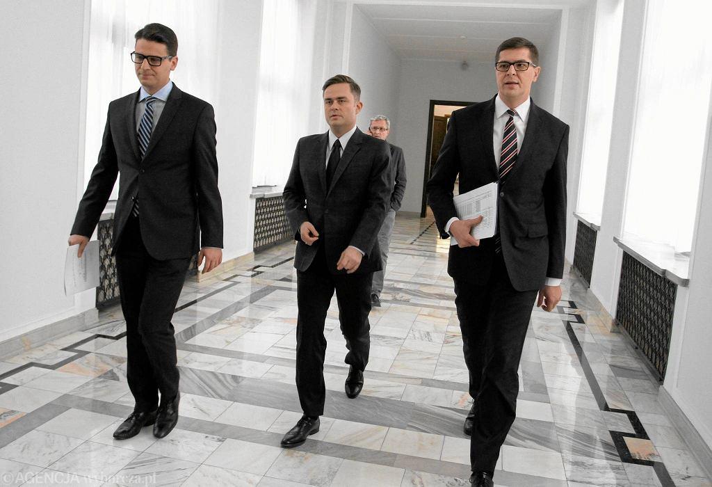 Adam Rogacki, Adam Hofman i Mariusz Antoni Kamiński, bohaterowie