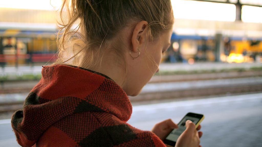 FBI ostrzega przed używaniem popularnych aplikacji na telefonie