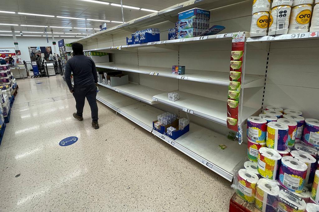 Wielka Brytania. W sklepach pojawiają się niedobory niektórych produktów, bo brakuje kierowców ciężarówek.