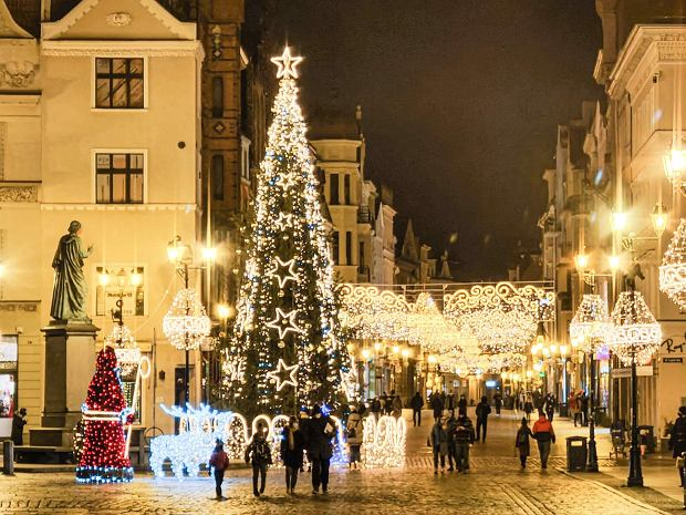 Zdjęcie numer 0 w galerii - Świąteczna iluminacja rozbłysła na toruńskiej Starówce