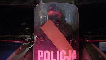 Policja podczas spaceru przeciw przyszłości Strajku Kobiet i Greenpeace Polska w Warszawie, 9 grudnia 2020 r.