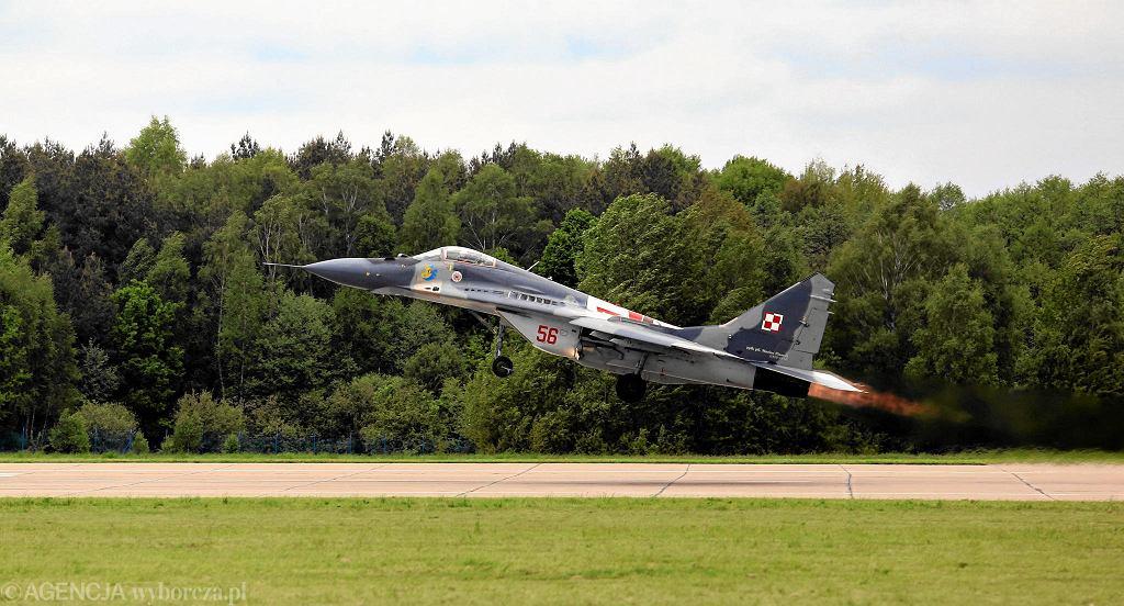 Myśliwiec MiG-29 startuje z bazy w Mińsku Mazowieckim. 10 maja 2014