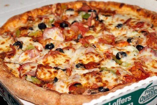 Legendarna pizza - fot. aut. Laszlo Hanyecz / http://heliacal.net/~solar/bitcoin/pizza/