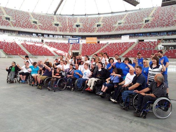 Symboliczny bieg osób niepełnosprawnych na Stadionie Narodowym w Warszawie