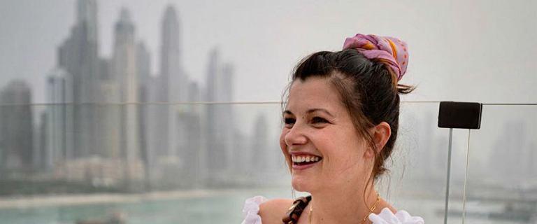 Agnieszka Sienkiewicz zwiedza Dubaj. Zwracamy uwagę na uroczą bluzkę i jej wymarzoną torebkę znanego projektanta