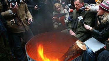 Luty 2007, minister Szyszko odwiedza obóz protestujących przeciwko budowie drogi przez Dolinę Rospudy