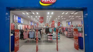 Pepco sprzedaje uwielbiane przez kobiety, hitowe spodnie za 30 zł. Taki krój optycznie wyszczupla!