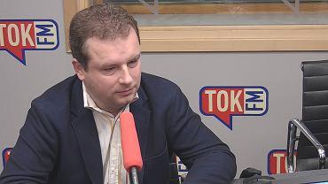 Jacek Wilk w studiu TOK FM.