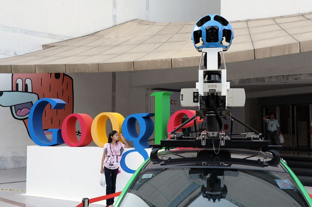 Samochód z kamerą Google Street View / shutterstock