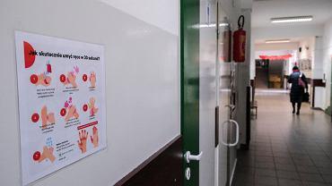Środki ostrożności w związku z koronawirusem (zdjęcie ilustracyjne)