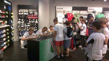 Piłkarze Legii spotkali się z kibicami w centrum handlowym Złote Tarasy