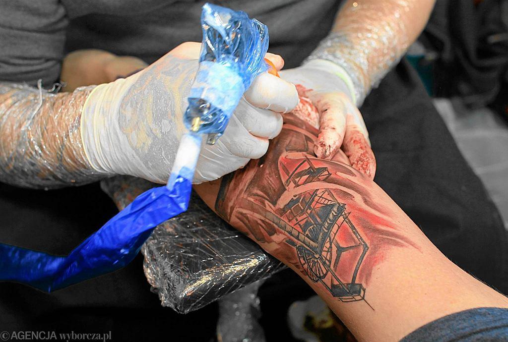 Francja Zakazuje Wielokolorowych Tatuaży Mogą Być Rakotwórcze