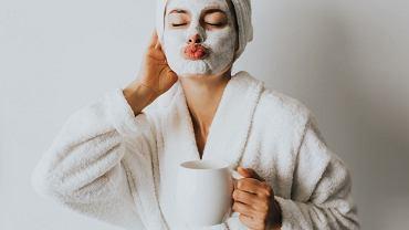 Pielęgnacja podczas domowej izolacji. Jak oczyszczać skórę, kiedy się nie malujesz?