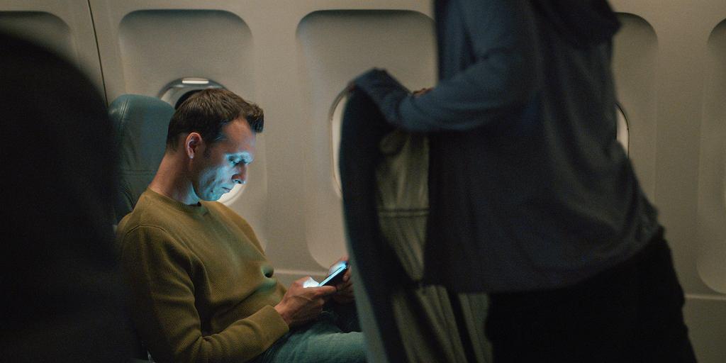 Ksawery Szlenkier jako Jakub w serialu 'Kierunek noc' na motywach książki 'Starość aksolotla' Jacka Dukaja