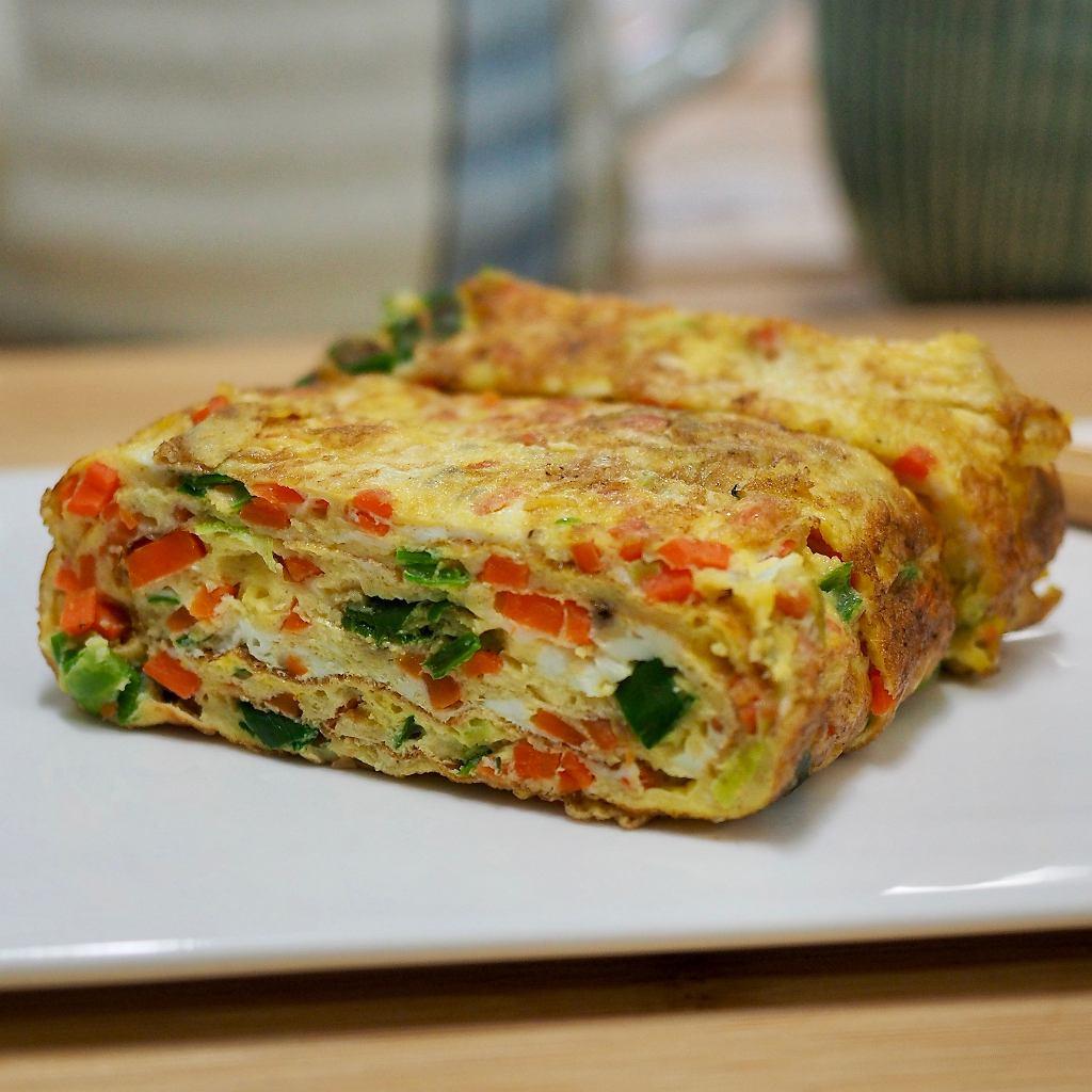Do masy jajecznej można dodawać drobno pokrojone warzywa