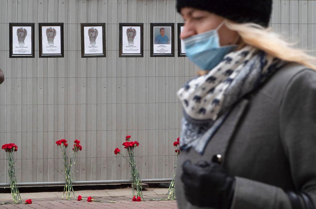 Zdjęcia ofiar koronawirusa wśród personelu medycznego w Sankt Petersburgu