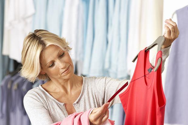 Sieci z odzieżą zaczynają się bać fałszowania składu ubrań. Dlaczego? Zostały dociśnięte