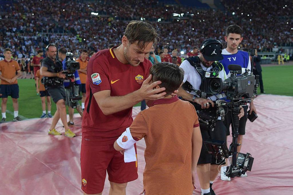 Francesco Totti oddaje opaskę kapitańską