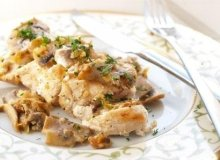 Filet z kurczaka nadziewany kremowym serkiem pod pierzynką z pieczarek - ugotuj