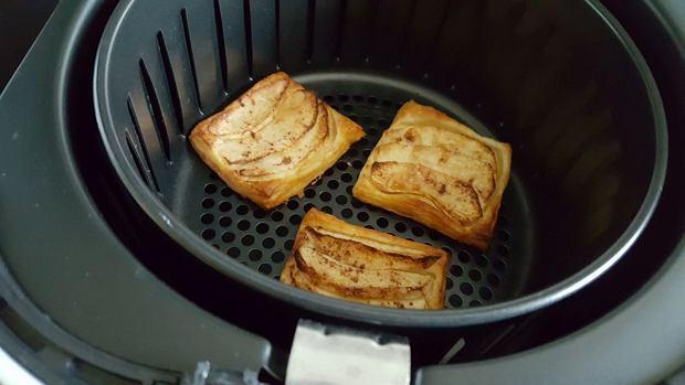 Ciastka francuskie z jabłkami w koszu frytkownicy z Lidla