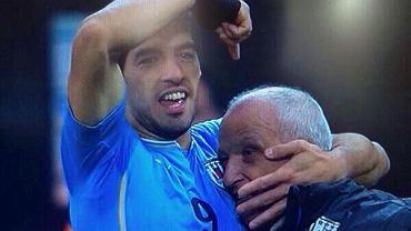 Luis Suarez dziękuje fizjoterapeucie