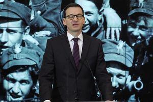 """Mateusz Morawiecki podczas konferencji na temat tzw. ustawy degradacyjnej: """"Chcemy nazwać po imieniu: zdradę - zdradą, bohaterstwo - bohaterstwem"""""""