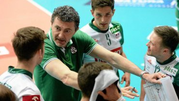 Trener Andrea Gardini z zawodnikami AZS Olsztyn (kwiecień 2016 r.)