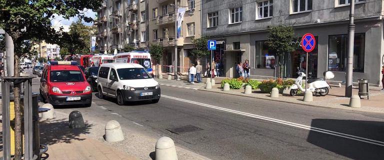 Gdynia. Na przechodniów runęło metalowe rusztowanie. Są ranni