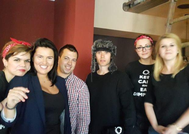 Jared Leto, wokalista zespołu Thirty Seconds to Mars, w pierogarni Mandu w Gdańsku