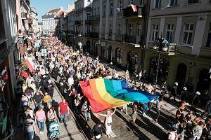 Pierwszy Marsz Równości przeszedł przez Kalisz. Przeciwnicy rzucili petardy, policja użyła gazu