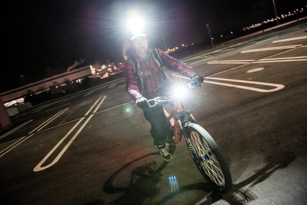 nocą na rowerze