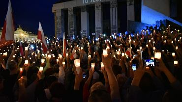 Łańcuch Światła - protest przeciw PiSowskim ustawom odbierającym sądownictwu niezależność od władzy. Warszawa, 16 lipca 2017