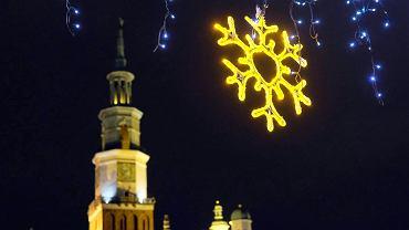 Poznań przed Świętami Bożego Narodzenia 2016 - iluminacje w centrum miasta (Stary Rynek, widok na Ratusz)