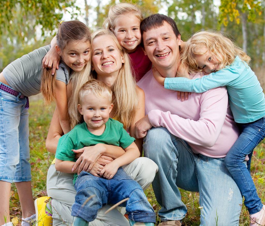 Świadczenie Mama 4 plus dyskryminuje mężczyzn? Eksperci nie mają wątpliwości