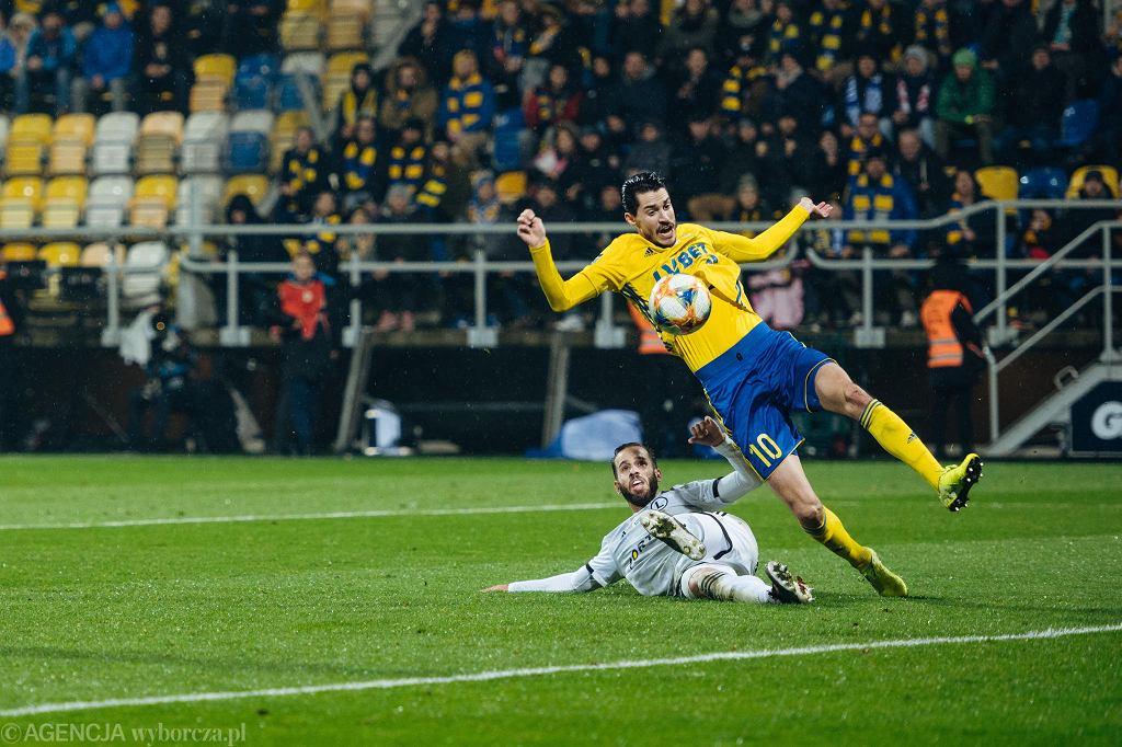 Arka Gdynia - Legia Warszawa 0:1. W tej sytuacji Marko Vejinović był faulowany przez Luisa Rochę