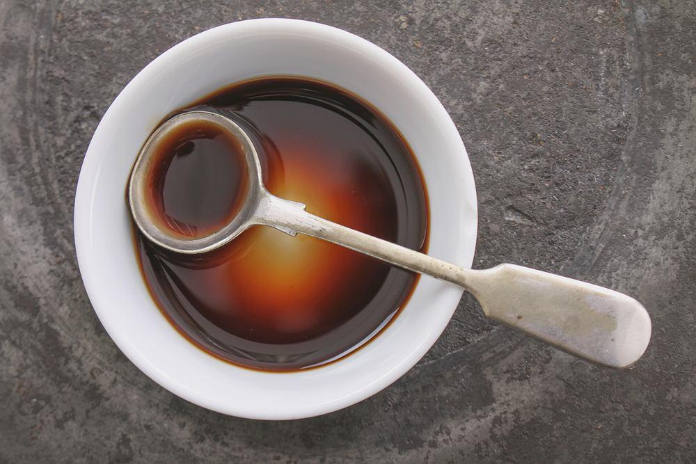 Sos Worcestershire ma bardzo specyficzny, korzenny aromat. Jego smak jest jednak słodko-kwaśny i intensywny
