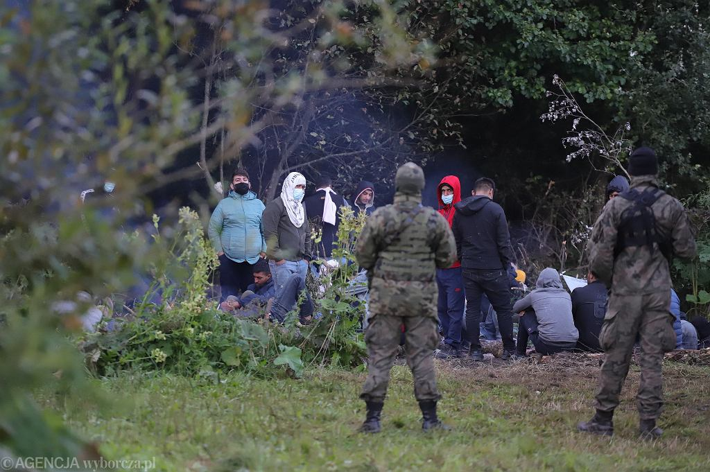 Migranci na granicy polsko-białoruskiej w Usnarzu Grnym