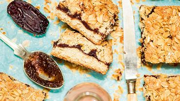 Oatmeal bars with dates