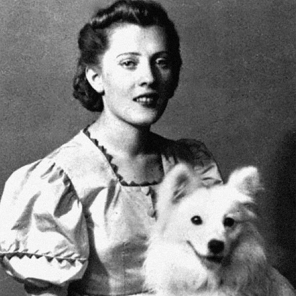 Irena Gut ratowała od Zagłady. Książka o Sprawiedliwej Wśród Narodów Świata. Na zdjęciu 15-letnia Irena z suczką Lalką, Kozłowa Góra, 1937 r.
