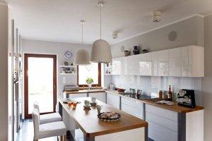8 białych kuchni - modnie i z pomysłem