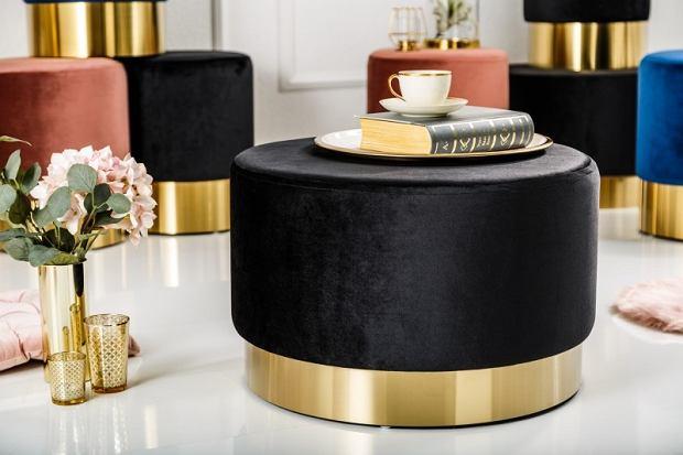 Welurowy puf ze złotą podstawą w stylu Art déco - praktyczny i elegancki