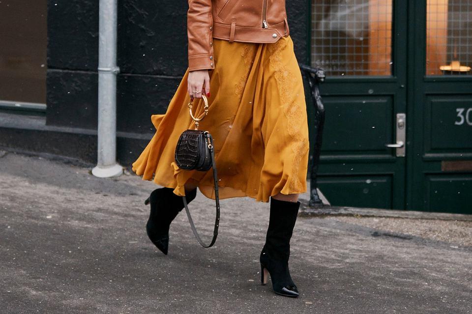 rozkloszowane spodnice na zime