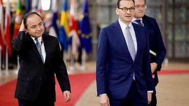 Premier Mateusz Morawiecki i Konrad Szymański na szczycie w Brukseli, 12 grudnia 2019.
