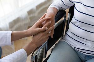 Jakie warunki trzeba spełnić, aby otrzymać zasiłek pielęgnacyjny?